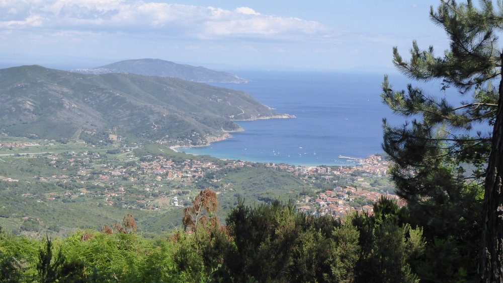 Wandelen op Elba over wandelpaden